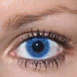 Basic blue v detailu na původní barvě očí hnědé