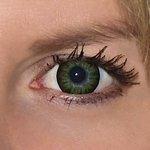 Be party green v detailu na původní barvě očí modré