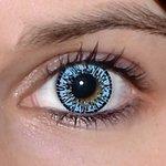 Elegance aqua v detailu na původní barvě očí hnědo-zelené