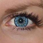 Elegance aqua v detailu na původní barvě očí modré