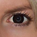 Eyelush choco v detailu na původní barvě očí modré