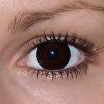 Eyelush choco v detailu na původní barvě očí hnědé